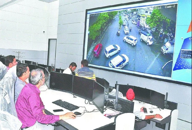 Agra Smart City - Traffic Management using IoT devices and GIS